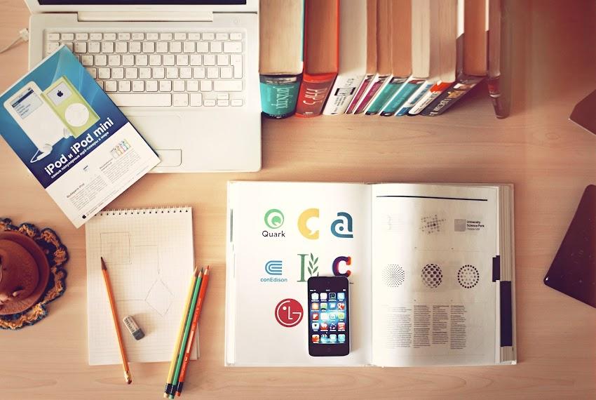 Apple iPhone Books Desk