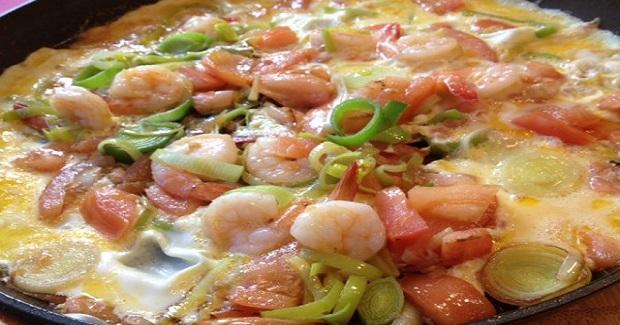 Jumbo Sautéed Shrimps And Leeks Omelet Recipe