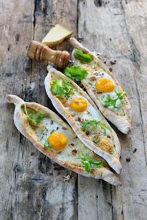 http://www.regal.fr/recettes/entrees/petits-pains-navettes-farcis-aux-oeufs-13073