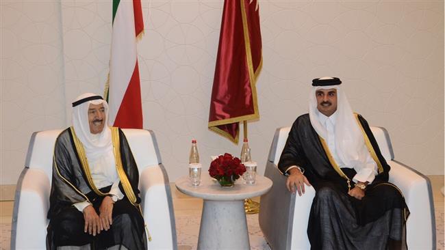 Kuwaiti emir visits Qatar, UAE to help end Persian Gulf diplomatic crisis