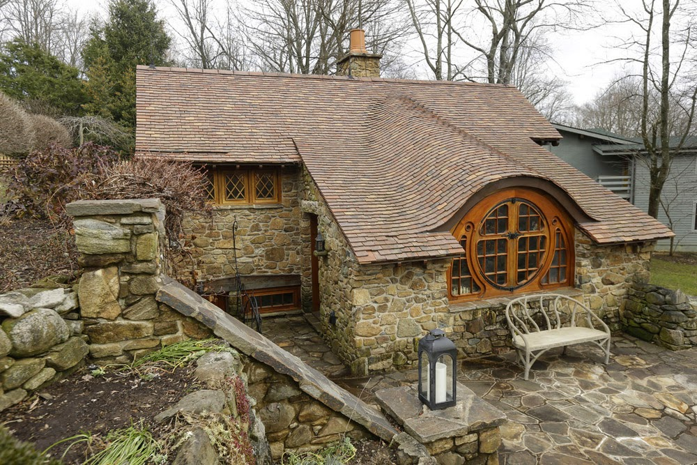 09-Archer-&-Buchanan-Architects-Hobbit-&-LotR-Cottage-JRR-Tolkien-www-designstack-co