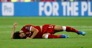 """بالصور والفيديو لحظة إصابة محمد صلاح في مباراة ليفربول وريال مدريد """"نهائي دوري الأبطال"""" 2018 بالتفاصيل"""