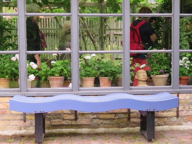 Sett fra utsiden av et drivhus/orangeri på Solhem. Trädgårdsrundan i Skåne