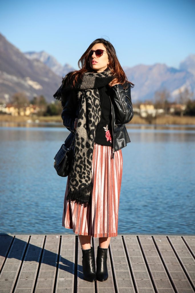 Iolanda Corio from The Shade of Fashion blog with a velour/velvet skirt