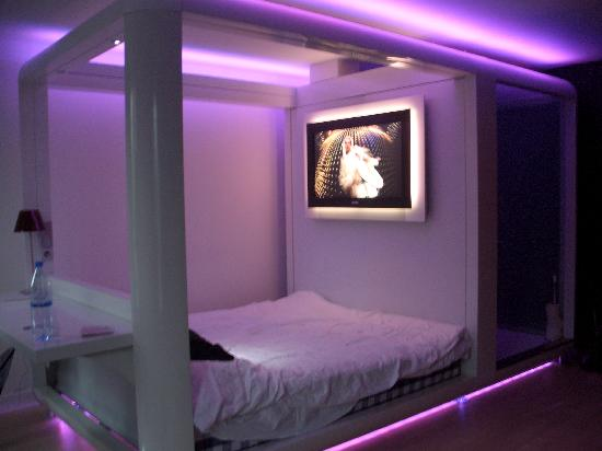 Interesting Information On Bed Room Decoration And The Methods In Which You Ll Improve Look Of Your By Utilizing Shade Purple Including