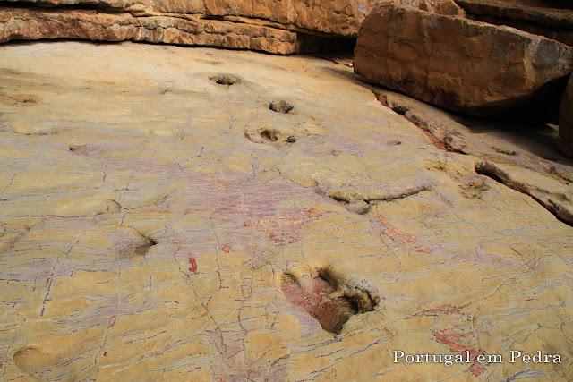 Algarve trilho pegadas dinossauros iguanodontes