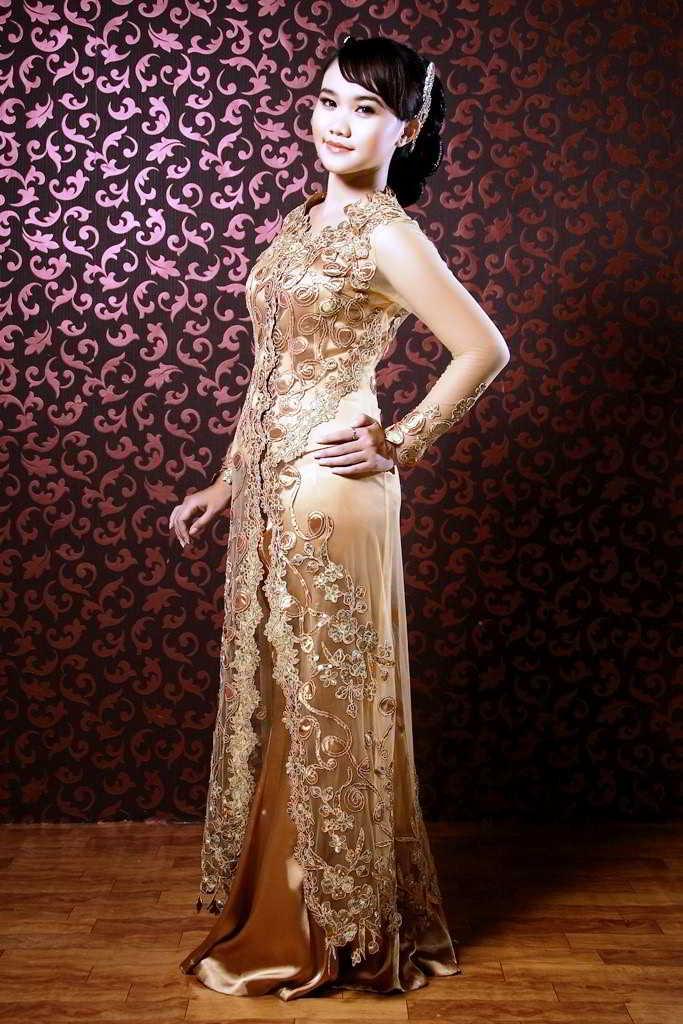 Model Kebaya Pengantin Warna Emas