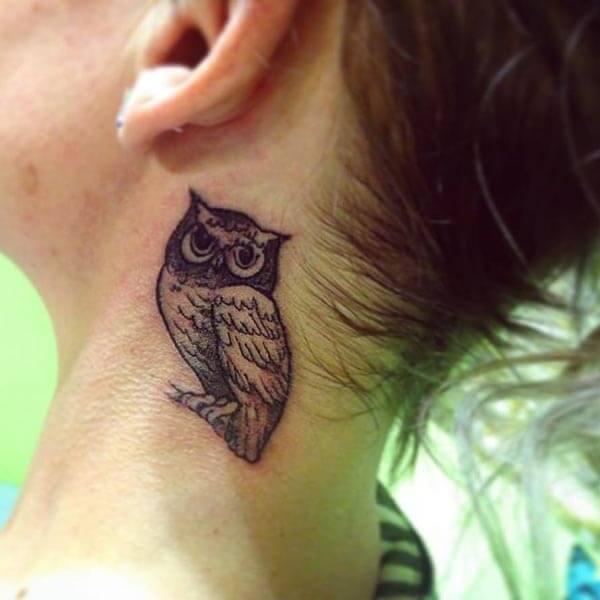 boyun baykuş dövmesi kadın için