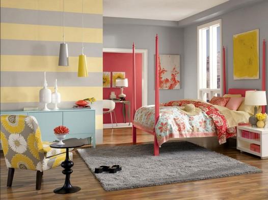 Schöne-schlafzimmer-deko-ideen-mit-streifen-Wandgestaltung-in-grau-gelb-Farbe