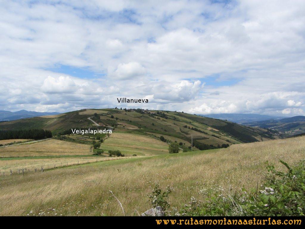 Ruta Cangas - Acebo: Subiendo al Acebo, vista sobre Veigalapiedra y Villanueva