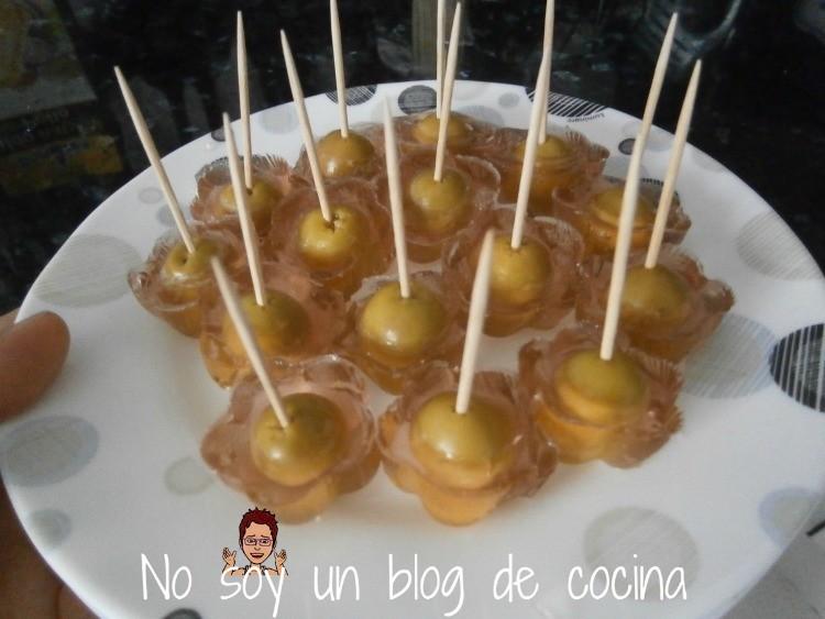 Pinchos de olivas gelatinizadas