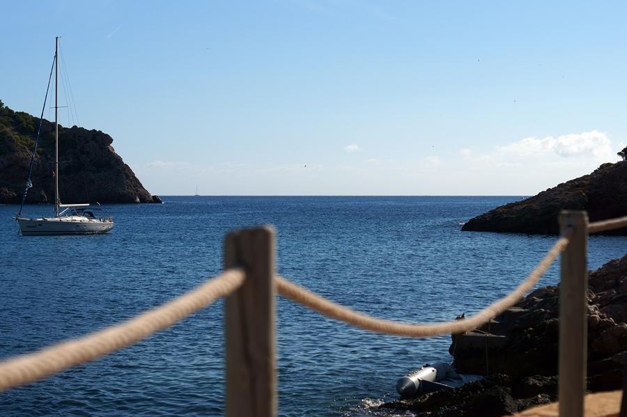 Blog + Fotografie by it's me fim.works - La Isla Blanca Ibiza, Cala Llonga, Blick von der Sonnenterrasse Hotel Palladium