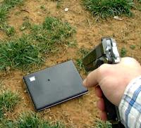 Ojciec strzela do laptopa córki - socialmedia madness