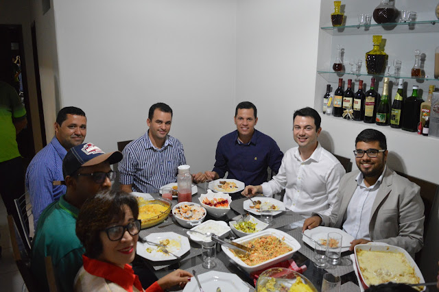 POLÍTICA: Deputado Estadual Clodoaldo Magalhães visitou Carlinhos de Chico na tarde deste domingo.