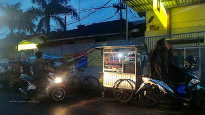 batagor murah di stasiun