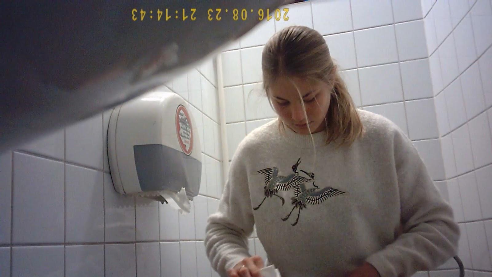 загорают пляжам веб камера туалете клуба это уже