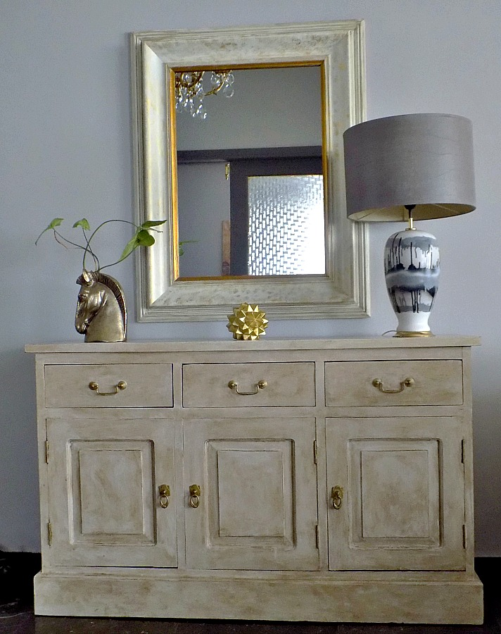 Decorative mirror, sideboard, chalk paint Annie Sloan