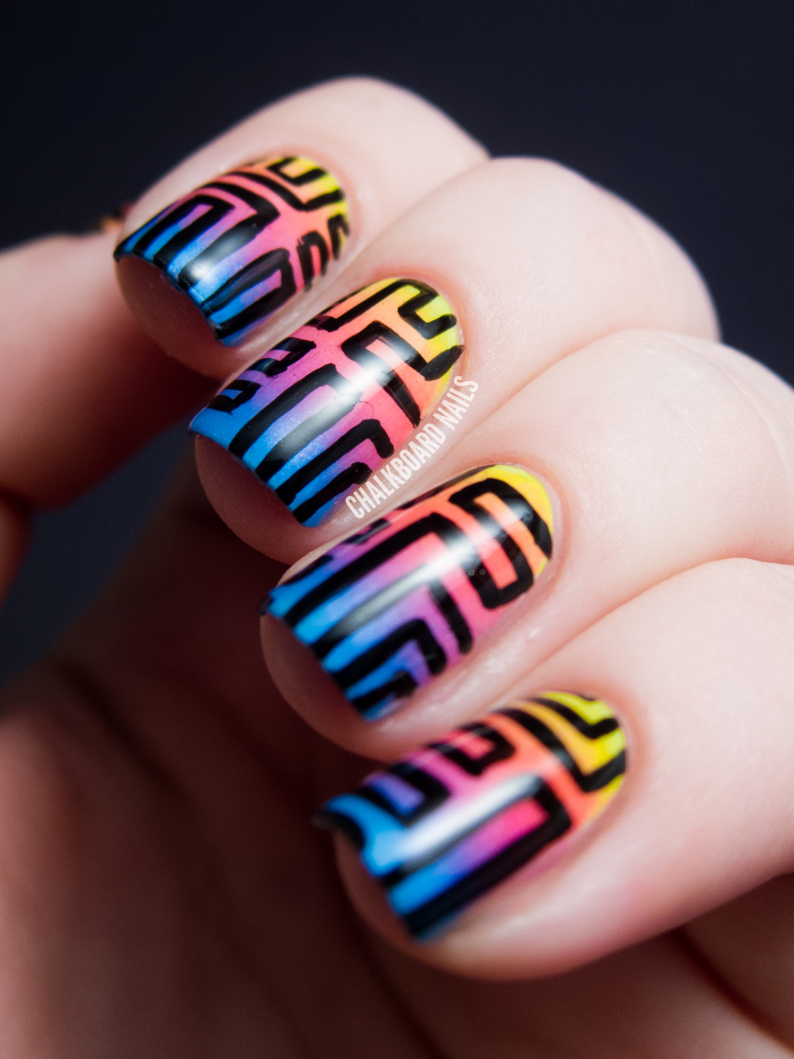 Sunset Gradient Maze Patterned Nails