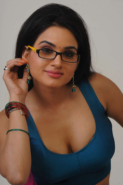 Actress #KavyaSingh Hot Gallery