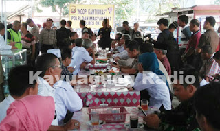 "Kapolres OKI dan Warga ""Ngopi Kamtibmas"" di Pasar Kayuagung"