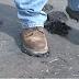 Moradores de cidade baiana sofrem com asfalto grudando nos sapatos
