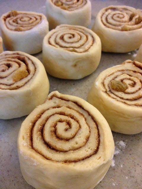 sweet kwisine, cinnamon rolls, roulés à la cannelle,brioche, cinnabon, kitchenaid, raisins secs, boulangerie