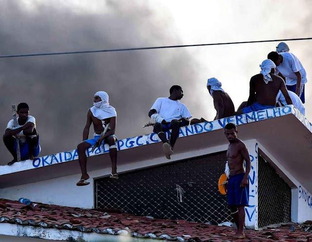 Motim no cárcere de Alcaçuz, Natal. Bandos criminosos em luta querem recrutar guerrilheiros colombianos mais experimentados.