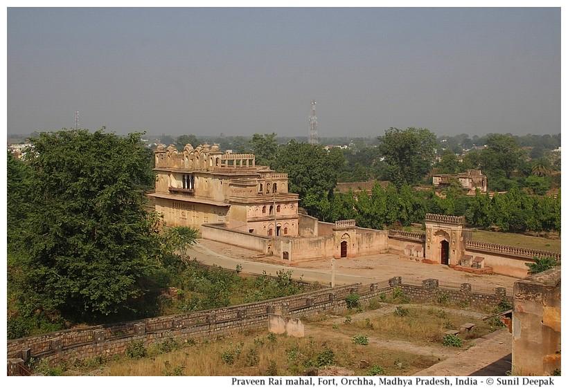 Raveen Rai Mahal, Orchha fort, Madhya Pradesh, India - Images by Sunil Deepak