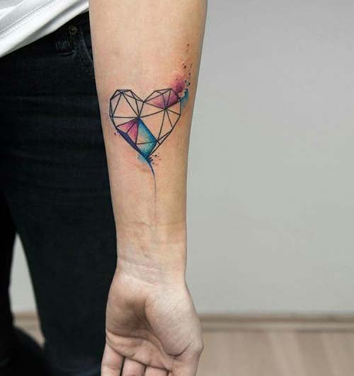 geometrik renkli kalp bilek dövmeleri watercolor heart geometric wrist tattoos