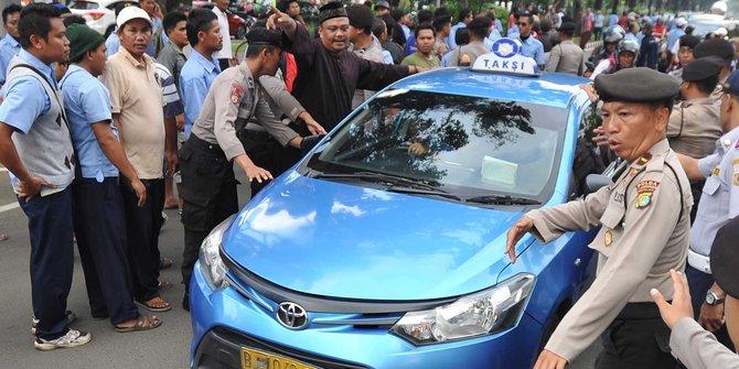 Video Demo Anarkis Sopir Taxi Menolak Transportasi Online