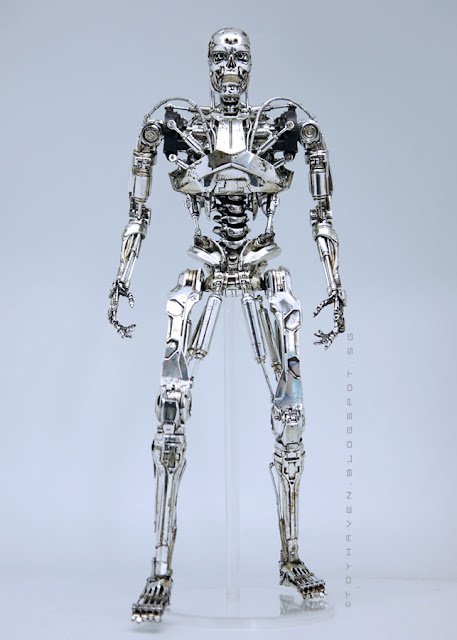 osw.zone Review 1: Hot Toy Terminator Genisys 1 / 6. Scale Endoskeleton 33 cm Collector Figure