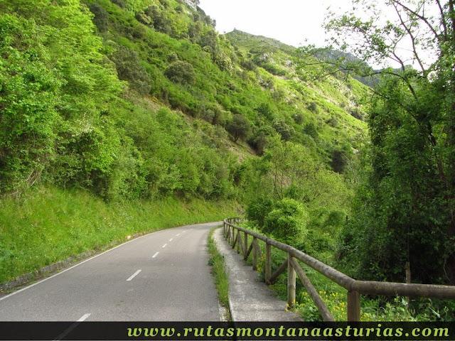Saliendo a la carretera en Valdolayés