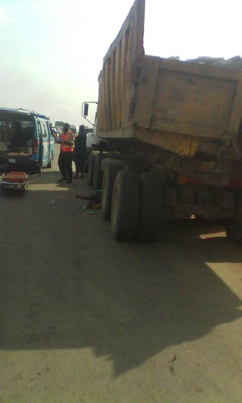 HEARTBREAKING PHOTOS OF HOW A TRUCK CLIMBED AND CRUSHED A HAWKER TO DEATH (GRAPHIC PHOTOS)