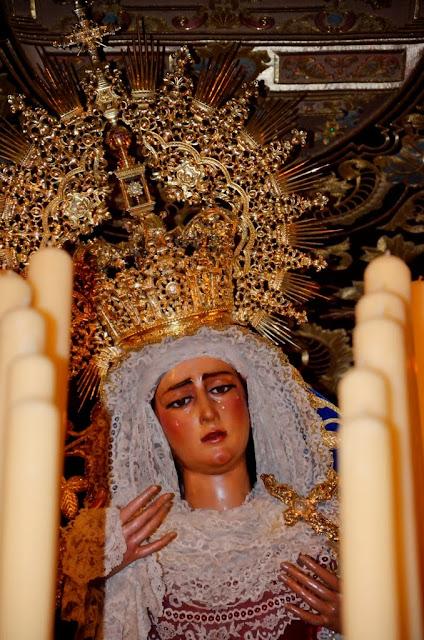 María Stma de las Angustias Coronada - Sevilla