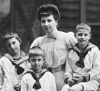 Archiduchesse Leopold Salvator d'Autriche-Toscane et 3 de ses fils