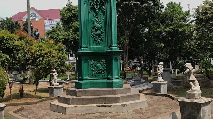 Pusara Panglima Perang Hindia-Belanda J.J. Pierrie Monumen Taman Prasasti