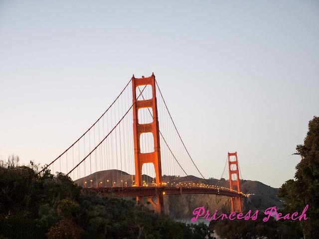 夕陽下的金門大橋
