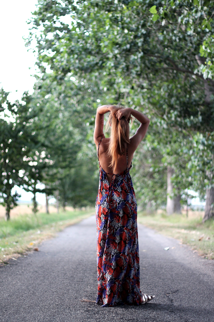 Boho-chic look maxidress e collane pendenti