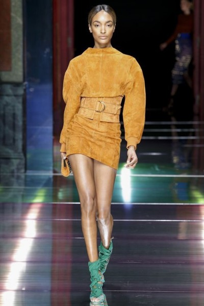 color spicy mustard colore pantone 2016 colore pantone inverno 2017 tendenza colori fashion moda mariafelicia magno fashion blog italiani blogger italiane di moda abiti color spicy mustard borse color spicy mustard