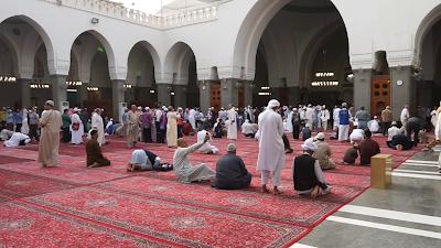 Antara Azan dan Iqomah