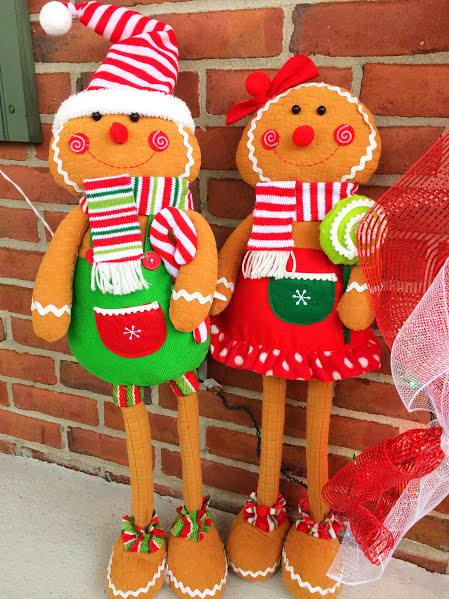 Turn your front porch into a Gingerbread House with these cute and fun plastic canvas ideas.  You'll be enjoying some fun Christmas front porch decorations and be the sweetest house on the block.
