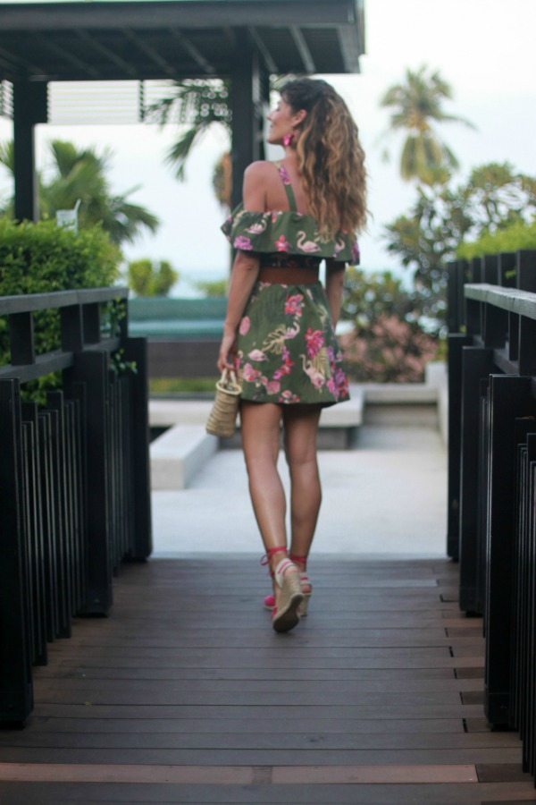 Vestido camisero, estampado tropical, look casual,