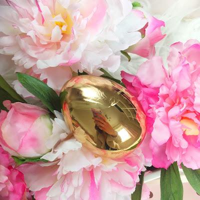 I Heart Revolution, Revolution Surprise Egg Gold