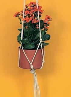 http://lasmanualidades.imujer.com/6691/como-hacer-macetas-colgantes-con-cuerda