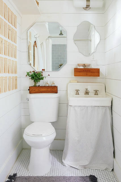 تصاميم حمامات بالالون الابيض