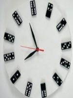 http://homemanualidades.net/reloj-de-pared-con-fichas-de-domino/
