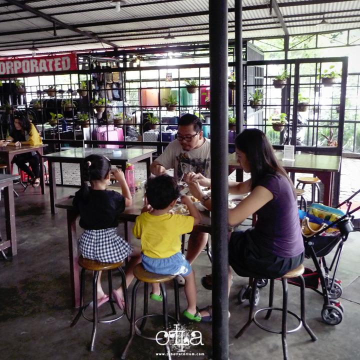 RM Legoh Bandung, Penangkal Lapar Kekinian Place Ambience