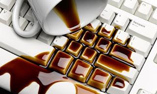 Jauhkan minuman dari laptop