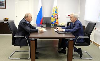 Vladimir Putin with Belgorod Region Governor Yevgeny Savchenko.
