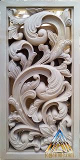 Roster maupun Loster motif ukiran berfungsi sebagai ventilasi udara yang dibuat dari batu alam jogja
